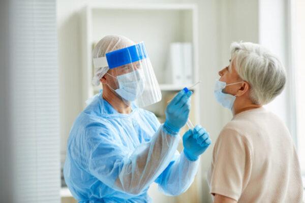 Odszkodowanie dla lekarzy i pielęgniarek za zakażenie się koronawirusem w miejscu pracy