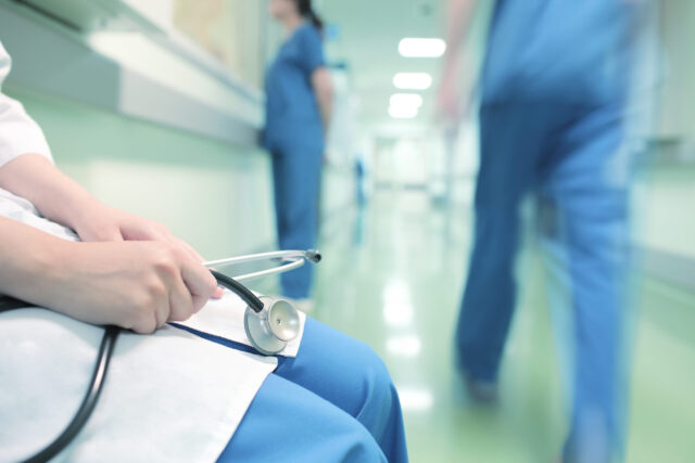 Jak ubiegać się o odszkodowanie za błąd medyczny? Kiedy przysługuje?